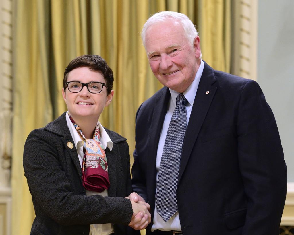 Elizabeth Gillies, lauréate d'une Bourse commémorative E.W.R. Steacie à la cérémonie de remise des prix canadiens du CRSNG en recherche