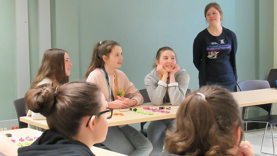 Des participantes à l'atlier d'électronique avec les LittleBits